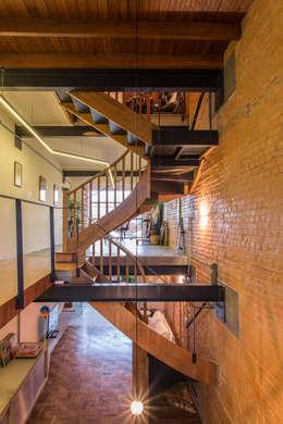 走廊 & 玄關 by ODVO Arquitetura e Urbanismo