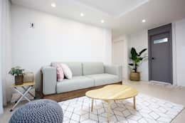 minimalistic Living room by homelatte