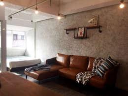 輕工業小宅:  客廳 by DIANTHUS 康乃馨室內設計