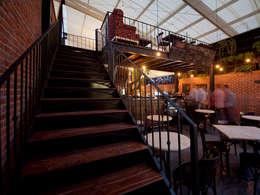 Bistro: Restaurantes de estilo  por Monolito