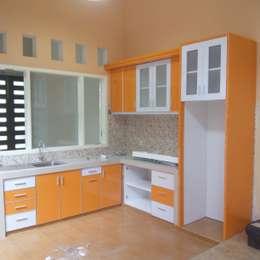 Kitchen Set Perumahan Pondok Nirwana Malang:  Kitchen by  the OWL