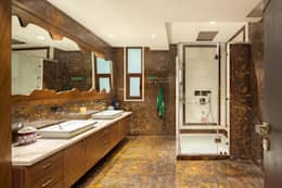 Gujral Residence: modern Bathroom by groupDCA