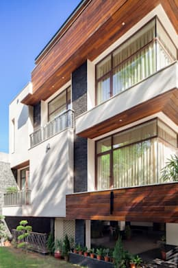 Gujral Residence: modern Houses by groupDCA
