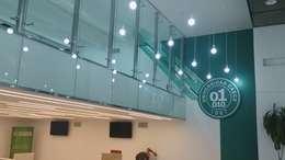 interiores corporativos: Estudios y oficinas de estilo moderno por 253 ARQUITECTURA