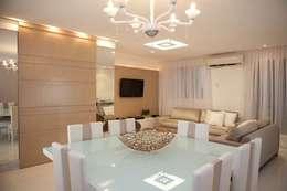 Sala de Jantar: Salas de jantar ecléticas por Studio Bossa Decoração de Interiores