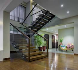 Penthouse:  Corridor & hallway by Artistic Design Works
