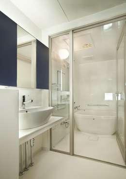 Y's house神撫町Ⅵ: 設計組織アルキメラ 一級建築士事務所 が手掛けた浴室です。