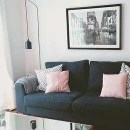 Sofá, Cuadro, Lámpara: Livings de estilo moderno por BLUK interiores