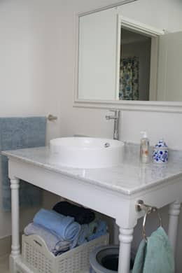 somerset Park home : modern Bathroom by BHD Interiors