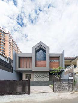 Budisari Residence:  Rumah by ARCHID