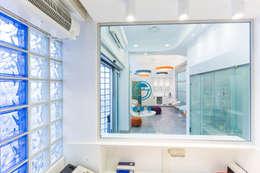 reception: Complessi per uffici in stile  di ADIdesign*  studio
