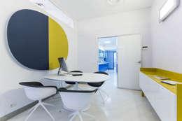 sala riunione: Complessi per uffici in stile  di ADIdesign*  studio