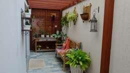 Pergolado Residência Paineiras: Jardins de inverno rústicos por Ambiento Arquitetura