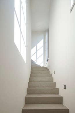 Bakstenen huis in tijdloos design - Hal ingang design huis ...