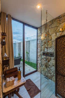 mediterranean Bathroom by Cetina y Ancona Arquitectos