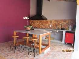 Cocinas de estilo moderno por canatelli arquitetura e design