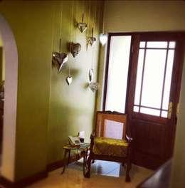 House Mitchell :  Corridor & hallway by Redesign Interiors