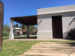 Casa Soljan: Casas de estilo mediterraneo por Estudio Victoria Suriguez