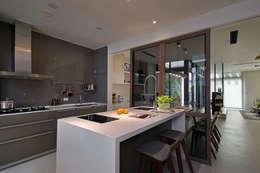 隨意隨心,恰如其分的空間:  廚房 by 奇承威設計事業