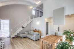 Salas de estar modernas por Progettolegno srl