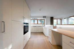 Küche: moderne Küche von illichmann-architecture