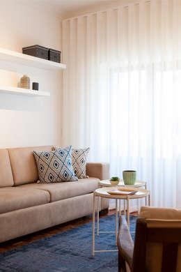 Sala_Zona de Estar: Sala de estar  por Traço Magenta - Design de Interiores