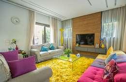 Salas de estilo ecléctico por Grid Fine Finishes