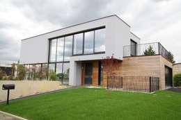 RUSTICASA | Villa Carré | Bussy-Saint-Georges: Casas de madeira  por Rusticasa