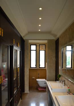 The Minaret House: eclectic Bathroom by Chaukor Studio