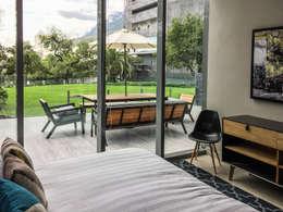 Jardín Secreto: Recámaras de estilo moderno por Alameda Estudio