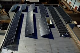 Oficinas y Comercios de estilo  por Tauri Energia Solar