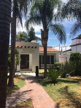 FACHADA INTERIOR: Casas de estilo rústico por Arq. Beatriz Gómez G.