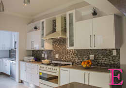 Modern White High-gloss:  Kitchen units by Ergo Designer Kitchens and Cabinetry