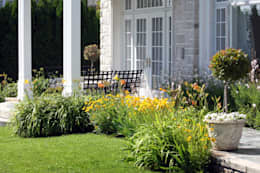 Jardín de Estilo Clasico-Moderno: Jardines de estilo clásico por Vivero Antoniucci S.A.