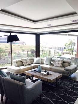 Izinga Park, Umhlanga : modern Living room by Urban Create Design Interiors