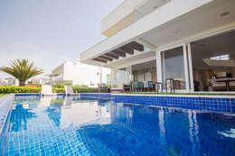 Albercas de estilo moderno por Arquiteto Vinicius Vargas