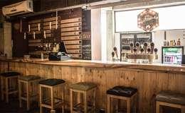 BREW HOUSE : Bares y discotecas de estilo  por Aluzina