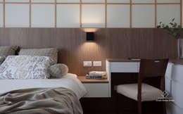 臥室:  臥室 by 極簡室內設計