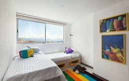 Habitación gemelos: Habitaciones de estilo mediterráneo por Maria Mentira Studio