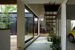 大原の家: arc-dが手掛けた廊下 & 玄関です。