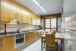 Cozinhas modernas por CCVO Design and Staging