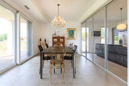 Moderna Villa in Bioedilizia: Sala da pranzo in stile in stile Moderno di Stefano Pedroni