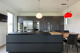 Moderna Villa in Bioedilizia: Cucina in stile in stile Moderno di Stefano Pedroni