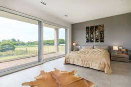Moderna Villa in Bioedilizia: Camera da letto in stile in stile Moderno di Stefano Pedroni