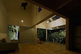 Гостиная в . Автор – 桑原茂建築設計事務所 / Shigeru Kuwahara Architects