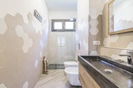 Ванные комнаты в . Автор – Facile Ristrutturare