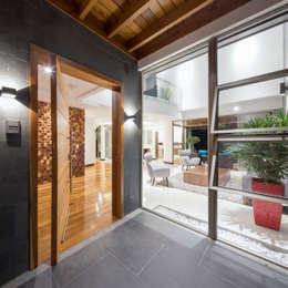 Cửa ra vào by J-M arquitectura