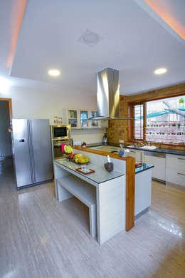 Master Kitchen on Ground Floor:  Kitchen units by The Workroom