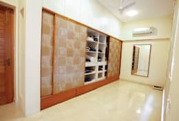 Walk-in Closet: modern Dressing room by The Workroom