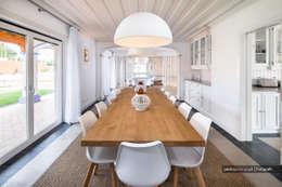 Outra casa fora de série, decorada com Velharias de Janas: Salas de jantar modernas por Pedro Queiroga | Fotógrafo